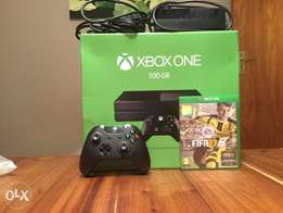 Xbox one 500gb and FIFA 17 and controller