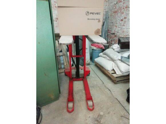 Sale manual  hydraulic forklift pallet stacker for  by auction