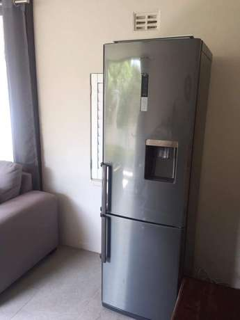Looking for fridge Samsung or LG brand Hlalanikahle - image 1