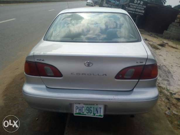 Clean Nigerian used Toyota corolla 2000 Model Port Harcourt - image 4
