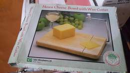 Hevea cheese Board with wire cutter