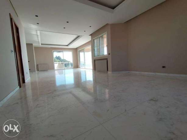 Panoramic 340 m2 spacious apartment in Mtayleb with great views