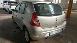 Renault Sandero Now stripping