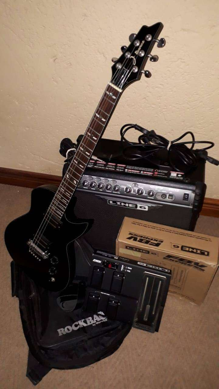Ibanez Les Paul Style Electric Guitar With Line 6 Spider 30w Amp And
