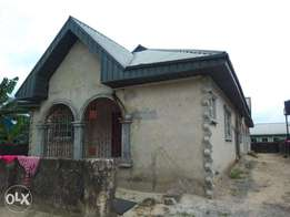 3flat Bungalow for sale at Osubi