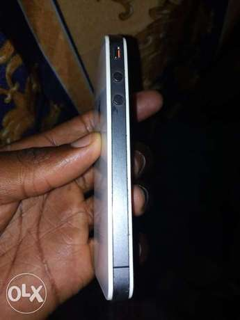 IPhone 4s, in good condition with it's charger cable Nairobi South - image 1