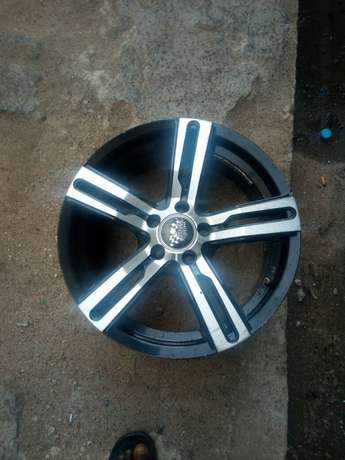 Dealer in all kinds motor parts such as alloyed wheels and tiers Ifelodun - image 1