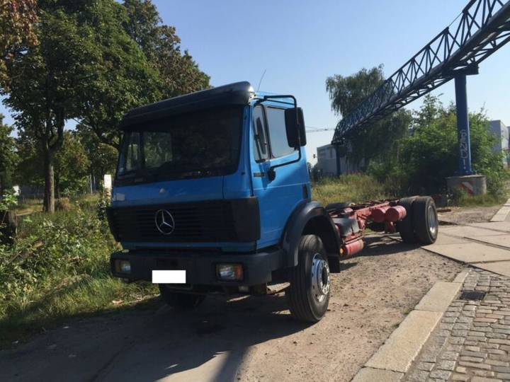 Mercedes-Benz 1722 Long Chassis 4X2.Manual.Steel Air - 1991