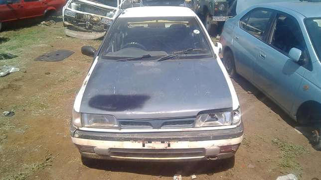 Nissan sentra striping for spares Onderstepoort - image 5