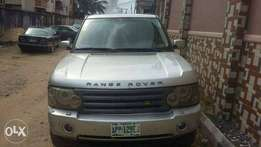 Neat A year used Range Rover HSE with reverse camera 4 sale for 2.8mil