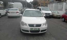Vw polo 1.6 confort line white in color 2009 model 80000km R83000