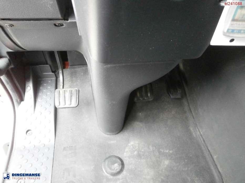 Iveco AD380T38 6x4 tipper - 2011 - image 20