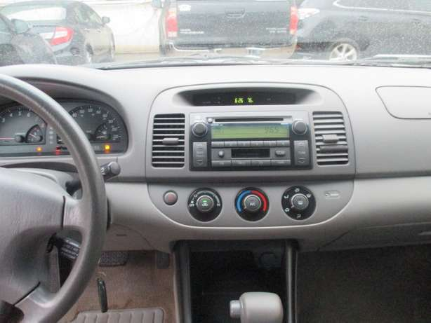 Very Clean Toyota Camry 03, Tokunbo Lagos Mainland - image 3