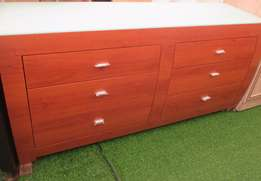 Stunning Glass Top Chest of Drawer For R4000!!