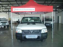 2017 Nissan NP300 2.5 TD LWB S/C 4/2 with R30 000 Cash Back