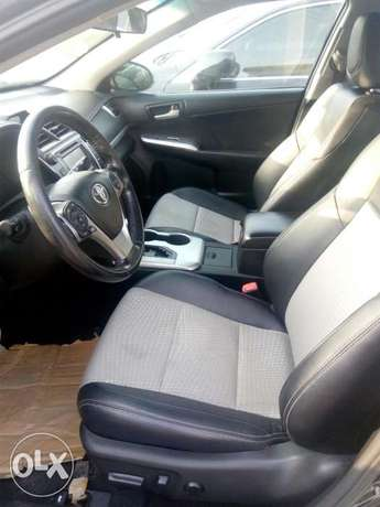 2012 Toyota camry SE black in good condition Lagos Mainland - image 2