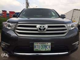 Super clean American spec Toyota Highlander 2012 for sale!