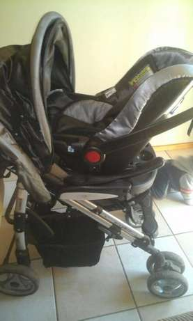 baby pram with car seat Pretoria East - image 2