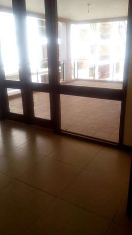 Awesome 3 bedroomed apartment on Riverside Kilimani - image 4