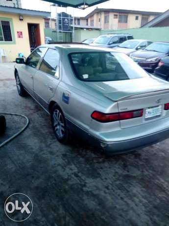 This is a very clean toyota camry tiny light silver Ikeja - image 3