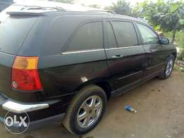 very clean pacifica jeep 2004