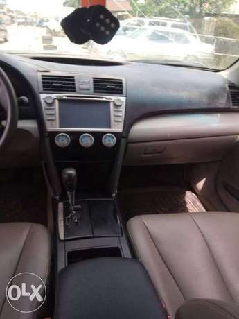 A super clean Toyota Camry LE (Spyder) Warri - image 2