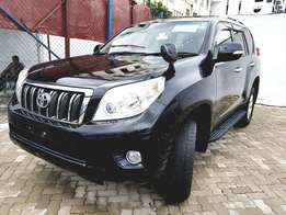 Toyota prado 2010 with sunroof.