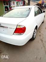 2005 Toyota camry white ACCIDENT FREE
