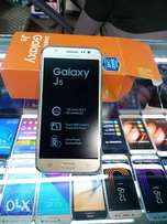 Samsung Galaxy j5 bland new with free glass protector