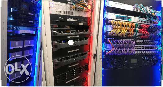 DATA canter with structural cabling