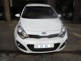 2014 KIA RIO 1.4 hatch back ,42000 km white in colour