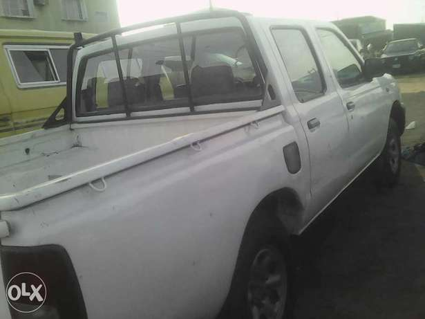 Nissan pick up Hard Body first body Itire - image 3