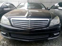 2008 Mercedes Benz C300 black in excellent condition