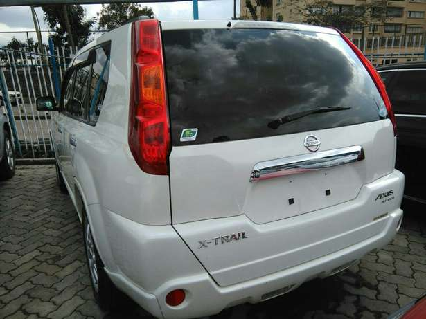 2009 x-trail purl white,a (axis Autech)with leather seats.2000cc. Lavington - image 2