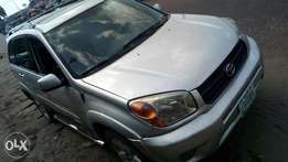 Extreemely sharp and sound 04 Toyota RAV4 4WD