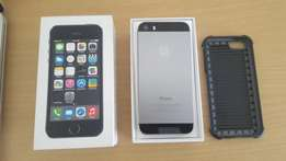 Apple iPhone 5s in Brand New Condition with Box and Charger