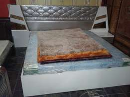 Bed set 6 by 7 size with dressing mirror
