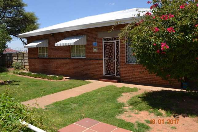 3 bedroom house with granny flat in West-end West End - image 8