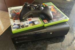 Xbox 360 500GB. Neat and well kept.