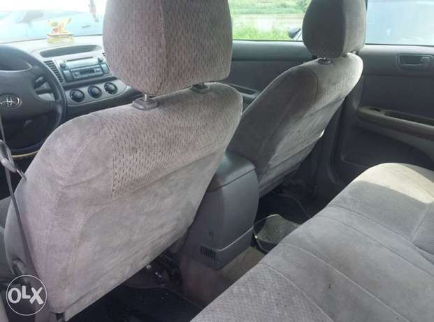 Neatly used 2005 Toyota Camry with good Lagos Mainland - image 3
