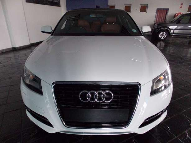 2012 Audi A3 Sportback 1,8 TFSI AMB Stronic for R 199,990.00 Rosettenville - image 2