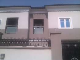 3 bedroom duplex for rent at areop 800k.not too far from ikeja