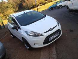 2012 ford fiesta 1.4 diseal white colour with 94000km R110000