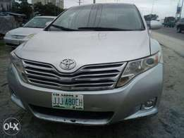 Toyota venza is very clean buy and drive nothing to fix