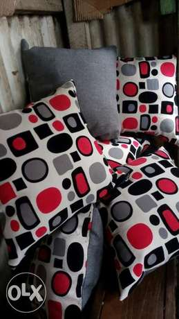Colourful throw pillows/cushions/cormforters/pillows Donholm - image 1