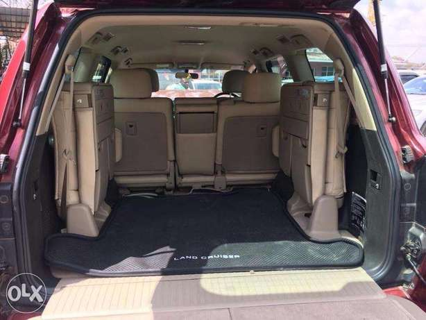 Toyota Land Cruiser V8 For Quick Sale Not Locally Used Price 5,900,000 Lavington - image 5