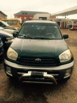 Super clean Nigeria used Toyota RAV4 2003 model.