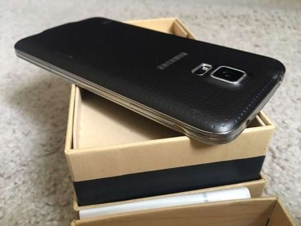 Mint condition Samsung Galaxy s5 32gb Krugersdorp - image 2