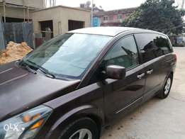 Very clean Nissan Quest. 2006 Model.