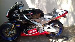 PRICE DROP! Aprilia RSV R 1000cc Model: 2000. very neat.